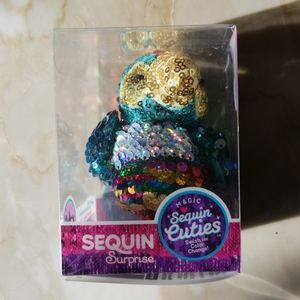 Sequin Surprise / Sunny the parrot sequin cuties